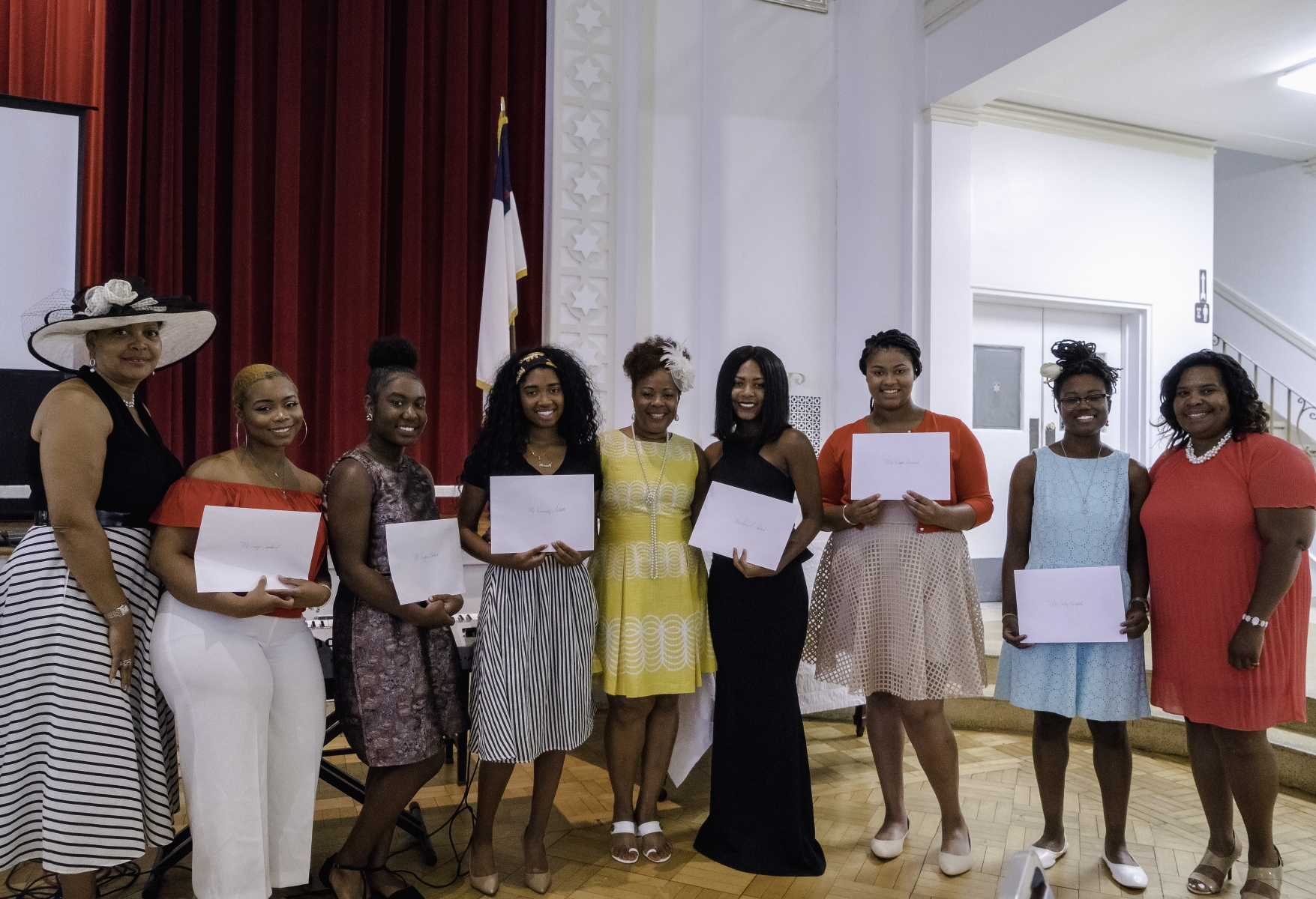 Phyllis-Wheatley-Soiree-Committee-and-2017-Scholarship-Recipients